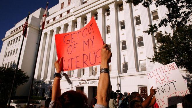 Alabama passes bill banning abortion 1