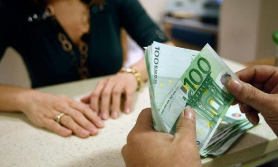 Bank employee arrested for stealing €185,000 1