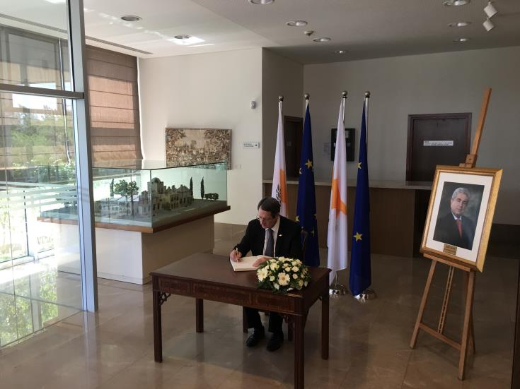political leaders and officials honour Christofias' contribution to Cyprus 1
