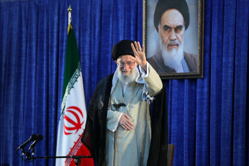 Trump threatens 'obliteration,' Iran calls White House 'mentally retarded' 14