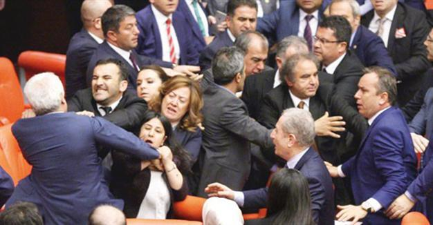 Turkish parliamentary session breaks following scuffle over presidential system 2