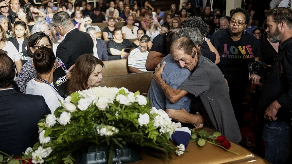 Man shocked as hundreds attend wife's funeral in El Paso 1