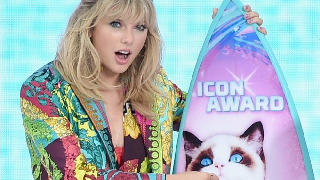 Taylor Swift wants to re-record her old hits after ownership row 1