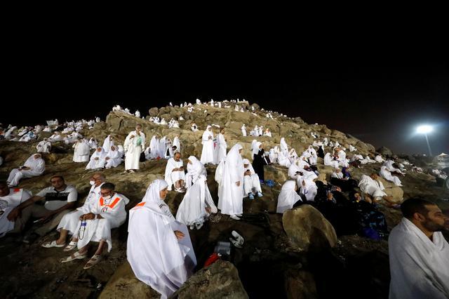 Muslims at haj gather on Mount Arafat to atone for sins 1