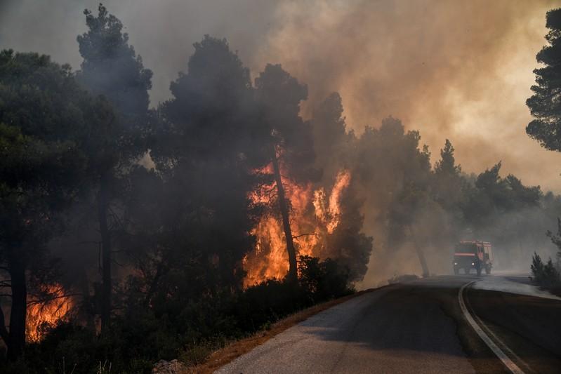 Wildfire rages on Greek island Evia, smoke reaches Athens 2
