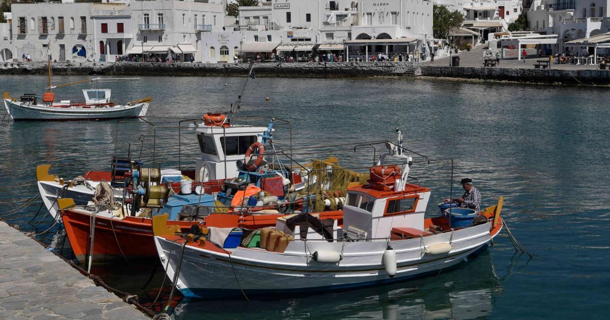 Greek Islands draw crowds of Turkish tourists 1