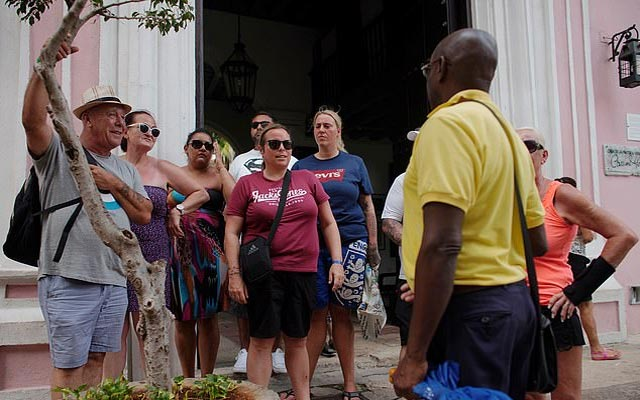 Thomas Cook holidaymakers and crew 'can leave' Cuba, says CAA 1