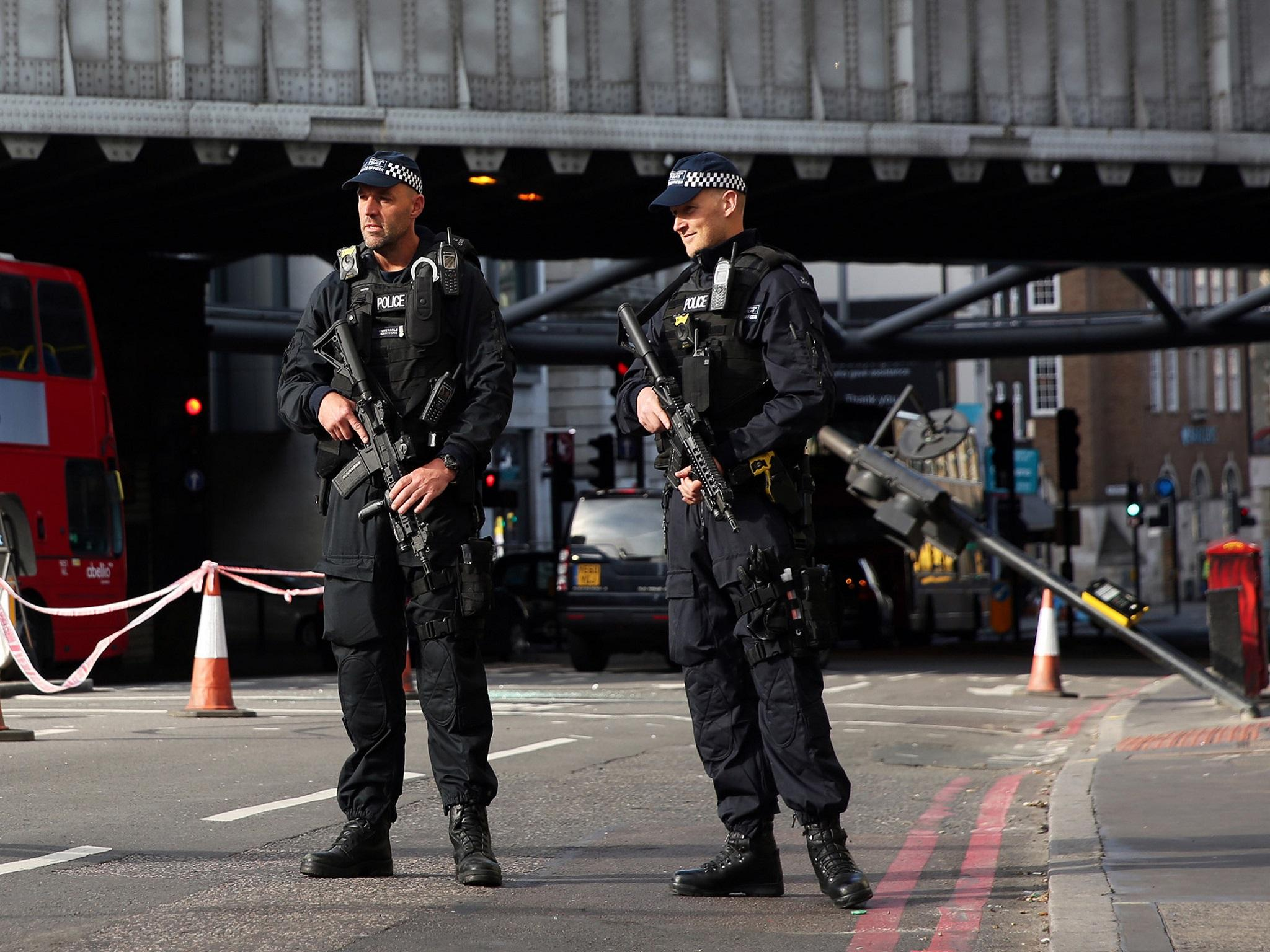 Armed police this Morning in the UK (Video) 1