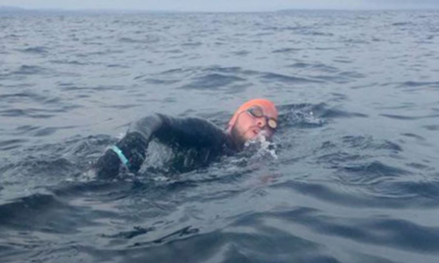 Students swim to Girne for peace 1