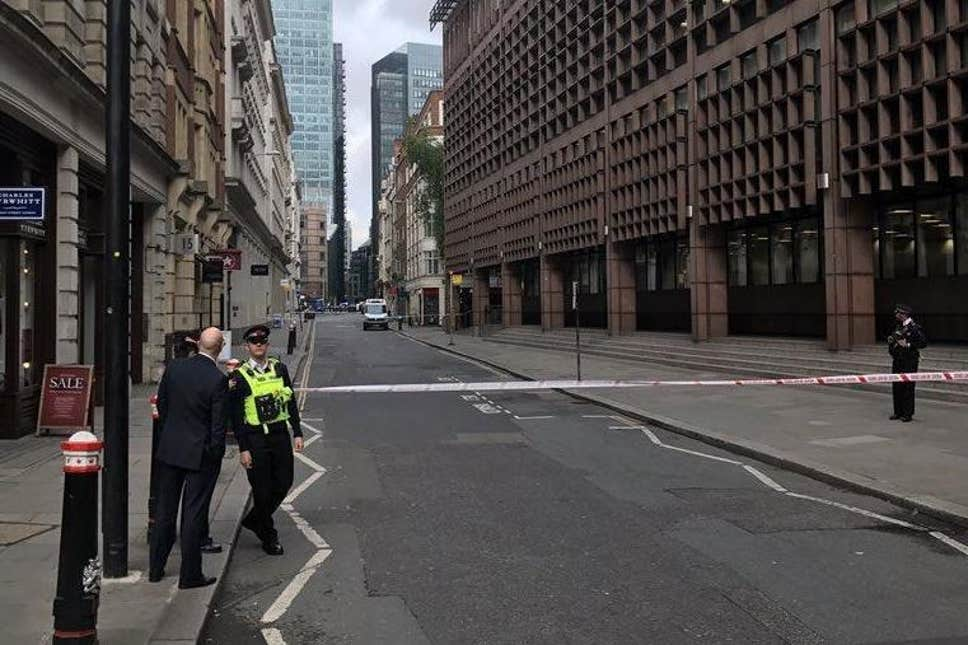 Suspect package in Moorgate 12