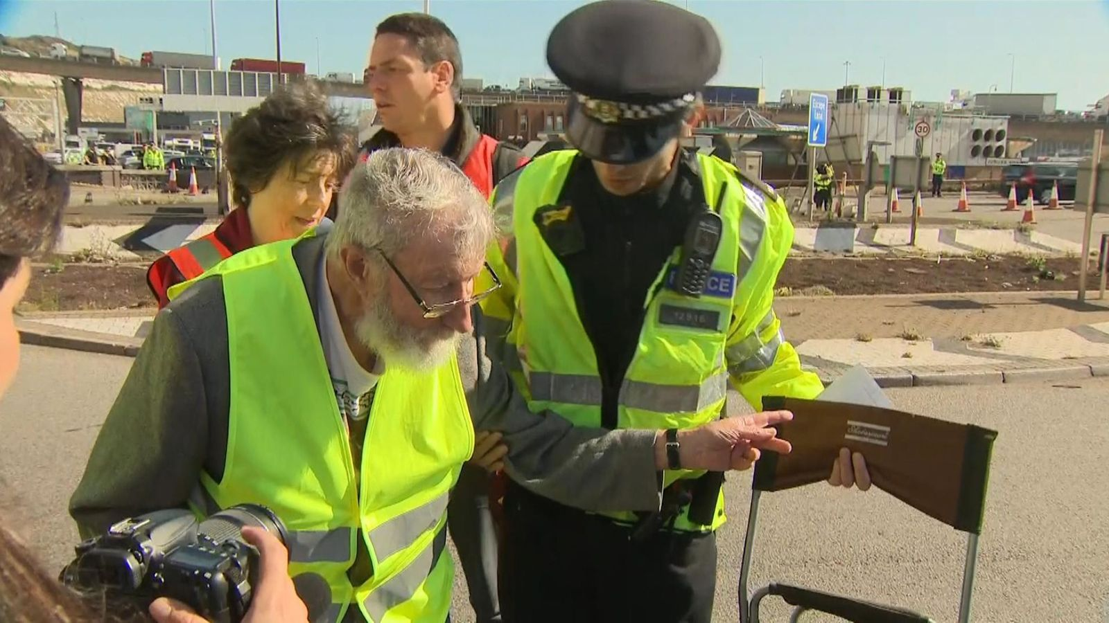 Extinction Rebellion: 91-year-old climate protester arrested near port of Dover 1