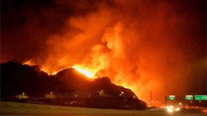 Saddleridge fire: Thousands flee wildfire raging round Los Angeles 1