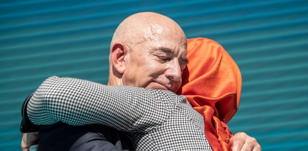 Bezos attends vigil for Khashoggi in Istanbul 1