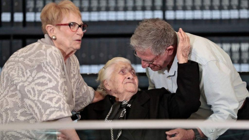 WW2 Jewish survivors in rare reunion with Greek rescuer 4