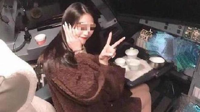 Chinese pilot banned from flying after passenger cockpit photo 6