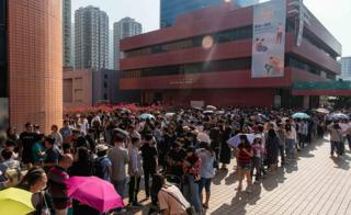 Hong Kong elections: Record numbers vote in district council polls 4