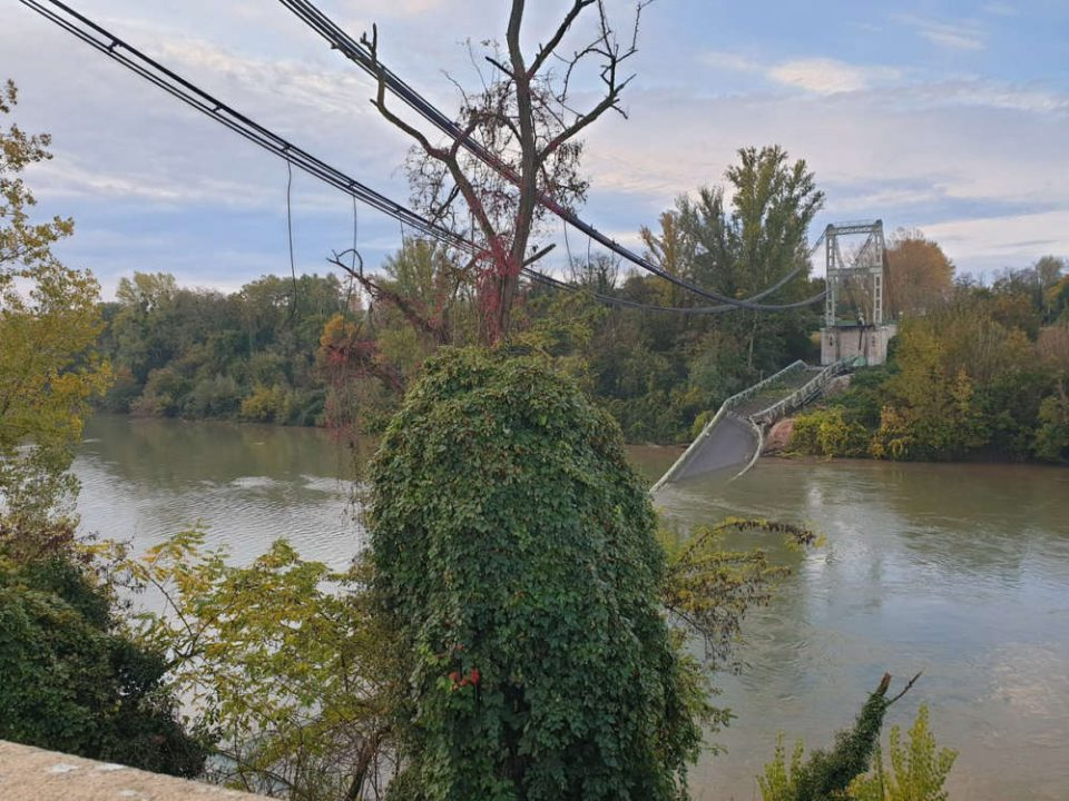 Two dead after bridge collapses into river in France 1
