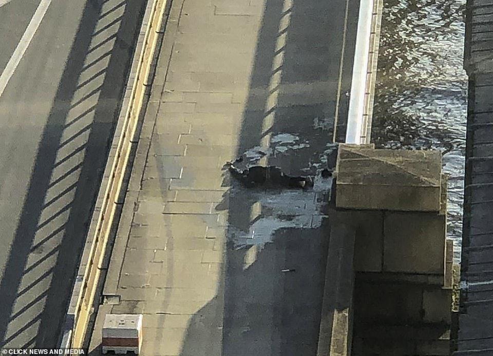 London Bridge: Two killed in stabbing attack 14