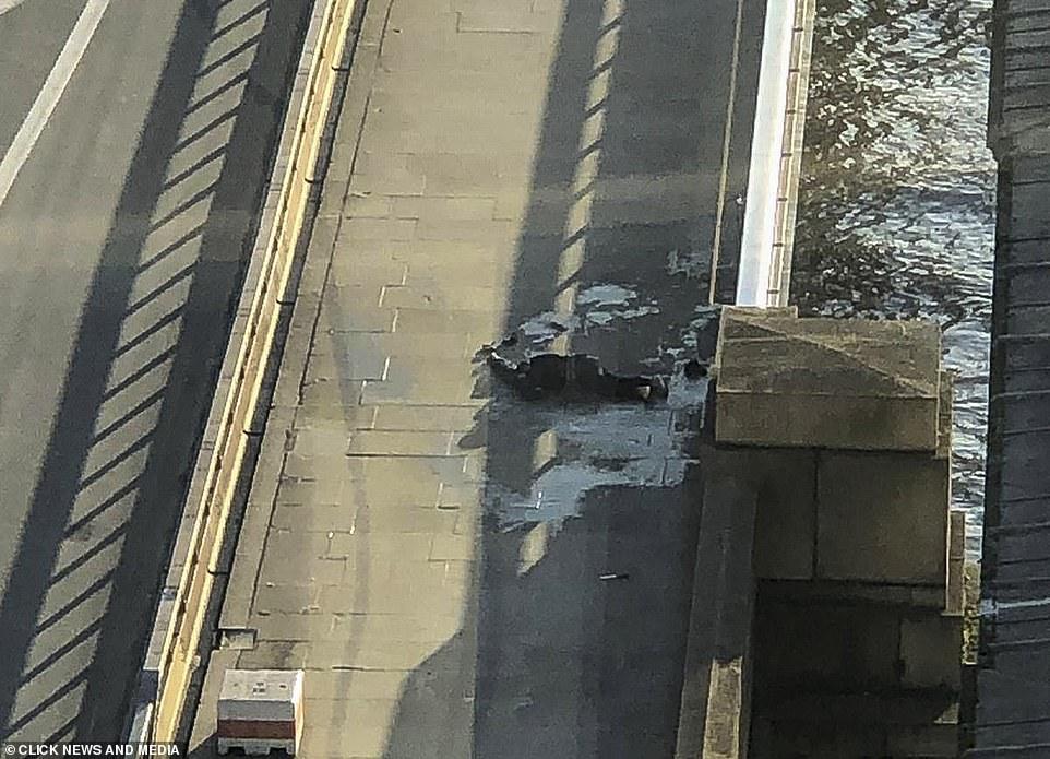 London Bridge: Two killed in stabbing attack 5