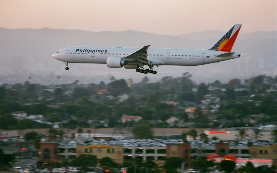 Emergency Los Angeles Landing After Boeing 777 Engine Fire 1