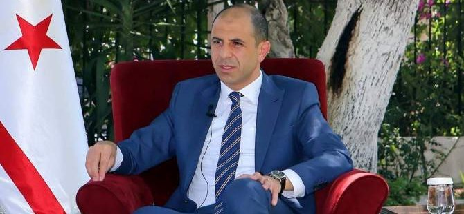 """Özersay criticizes the silence of the Greek political parties in the """"Flag burning"""" 1"""