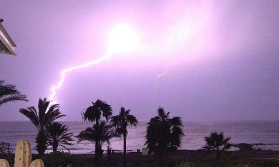 Thunderstorm warning issued for Cyprus 4
