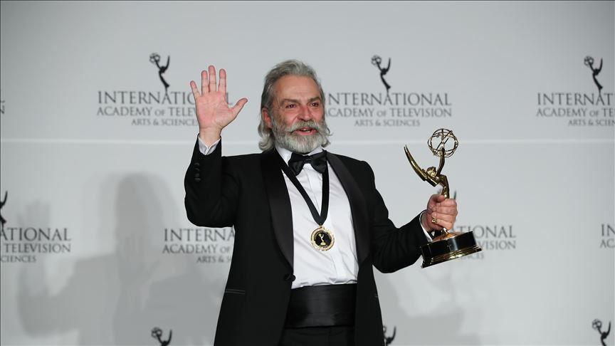 Turkish actor Haluk Bilginer wins Emmy 1