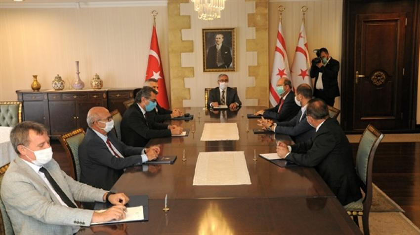 President Akıncı met with the heads of political parties 1