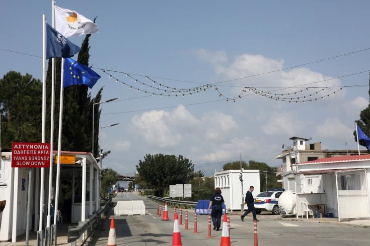 South Cyprus: Gradual opening of checkpoints 'reasonable arrangement' says expert 14