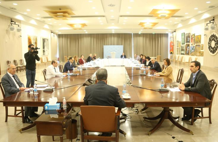 president-meeting-experts