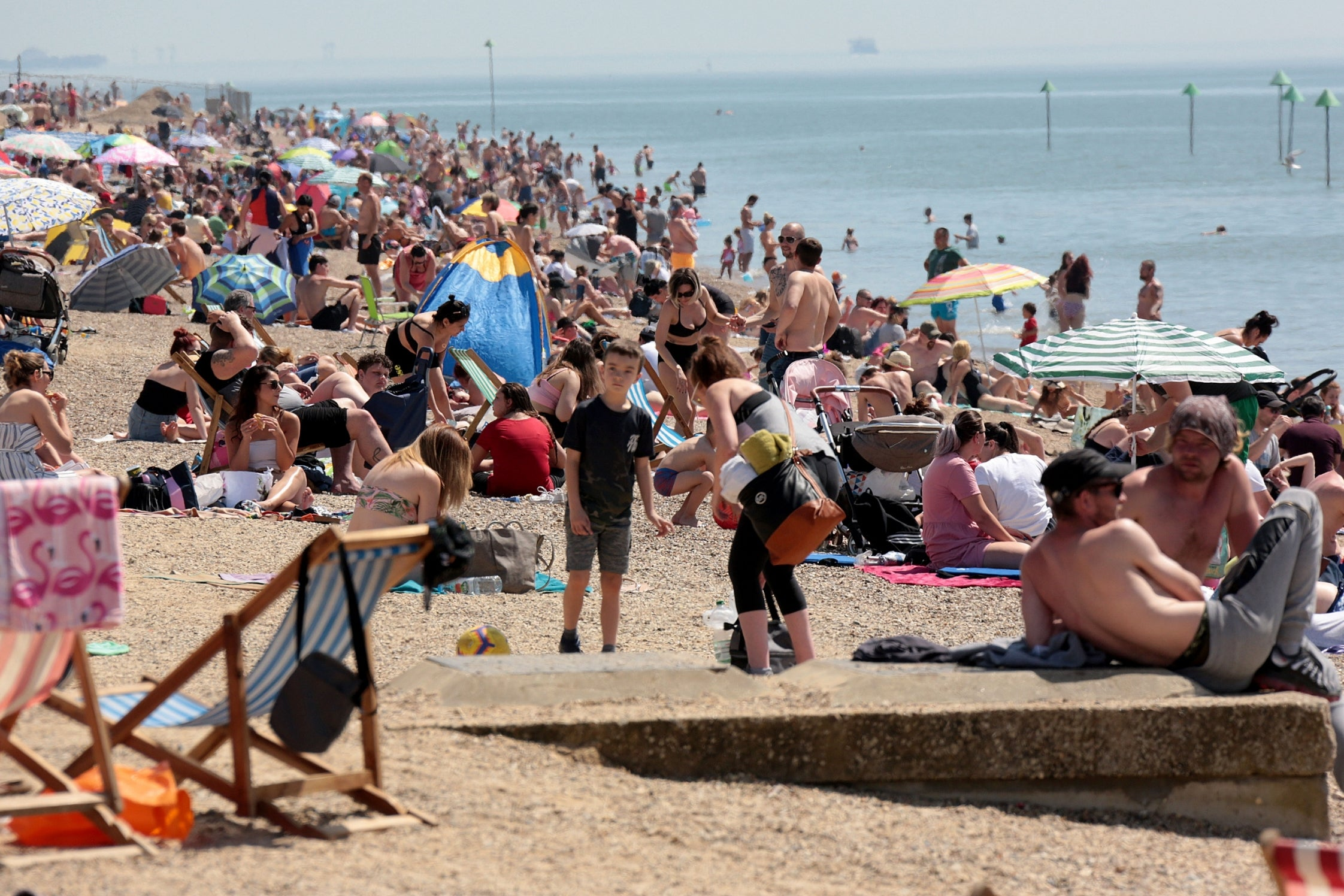 Sunseekers packed Southend beach as the heatwave challenged social distancing rules. (Video) 17