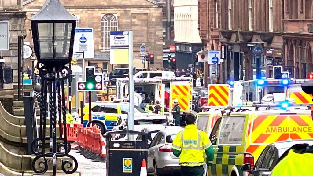 Glasgow UK: 'Several dead' in stabbing incident 17