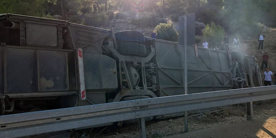 Bus carrying soldiers to Cyprus overturned: 5 soldiers dead 15