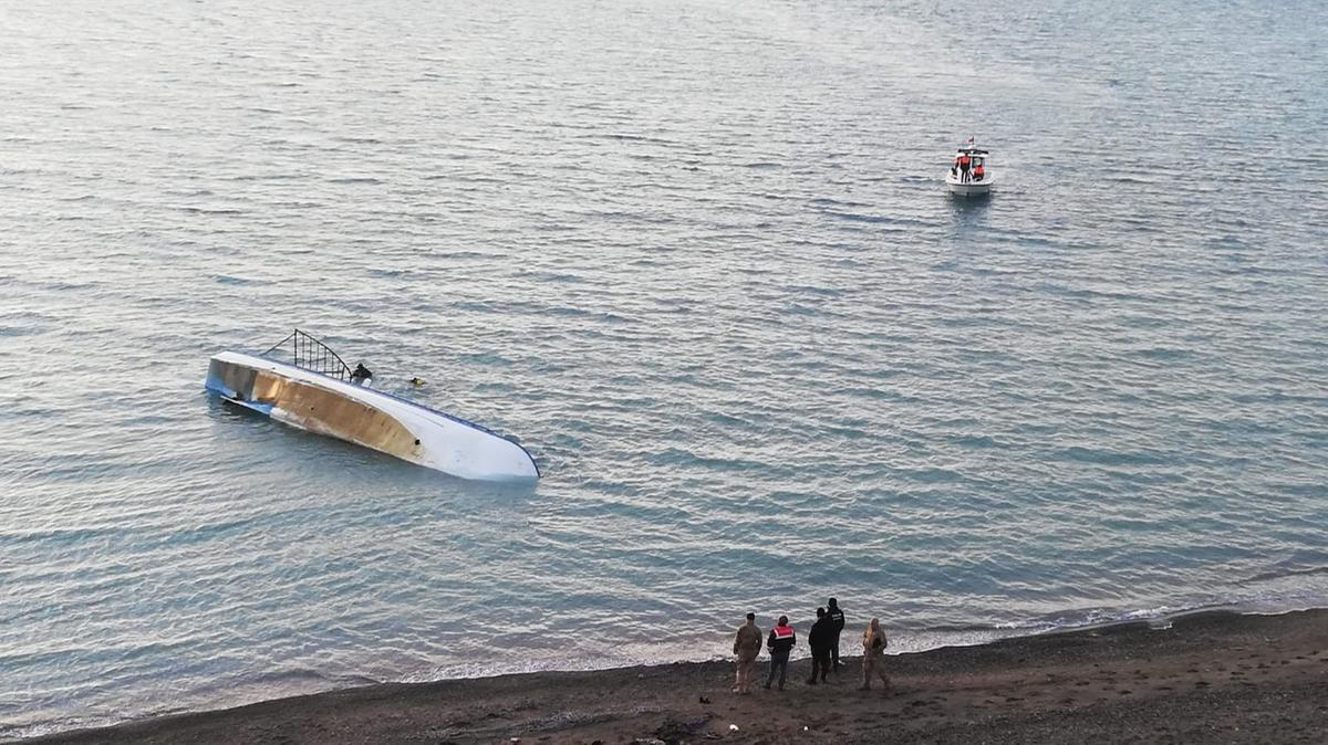 Boat that sank on Turkey's Lake Van was carrying up to 60 migrants, minister says 16