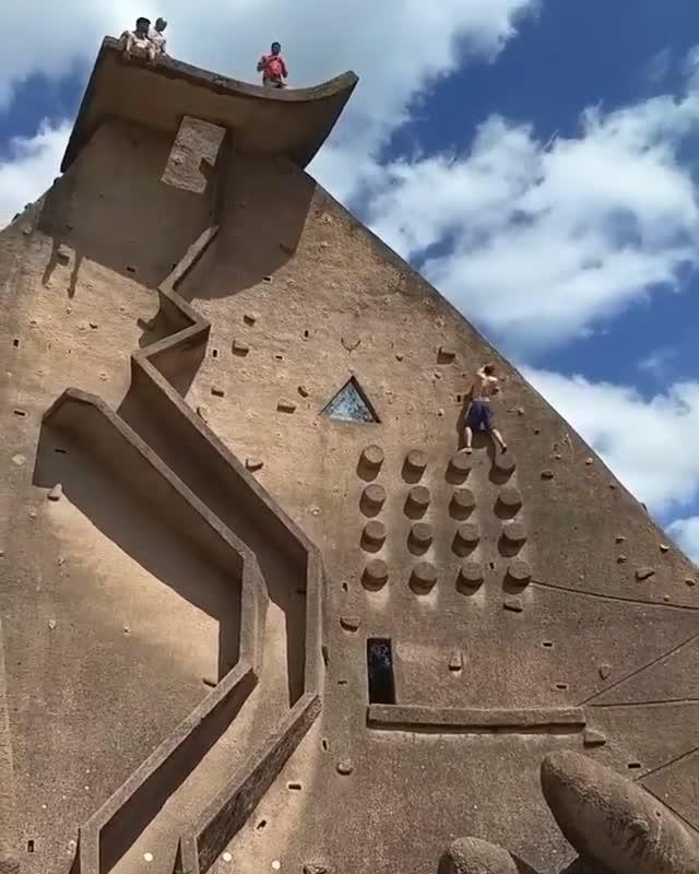 Guy Performs Parkour And Climbs Uniquely Structured Wall Without Gears
