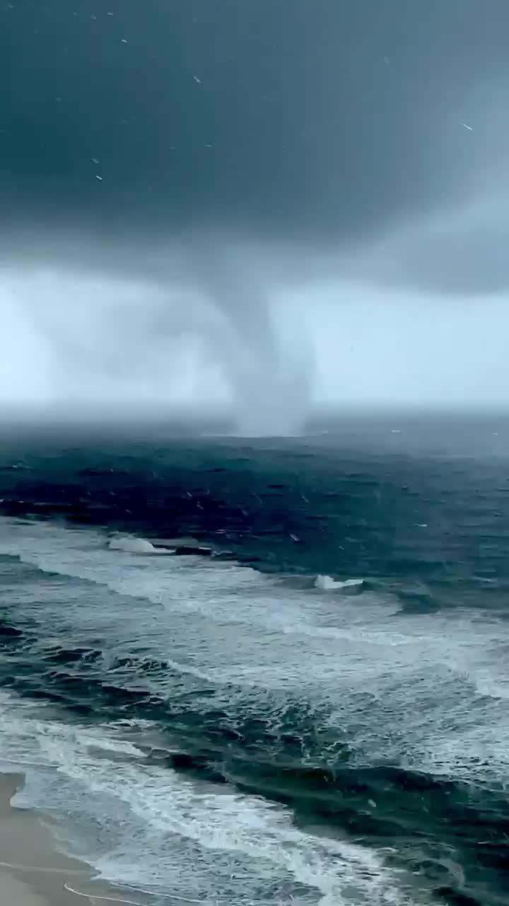 Huge Waterspout Occurs Over Gulf of Mexico due to Tropical Storm