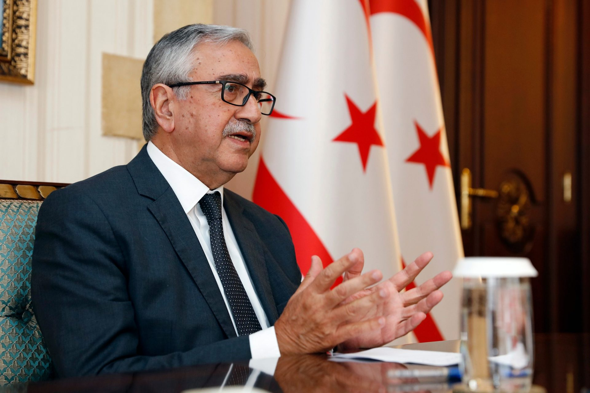 """President Akıncı: """"It is unacceptable to prevent EU citizens from passing through the border gates"""" 24"""
